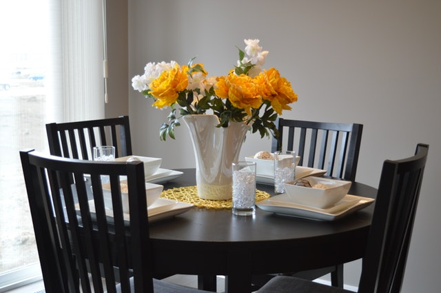 consider these tips when buying dining room furniture
